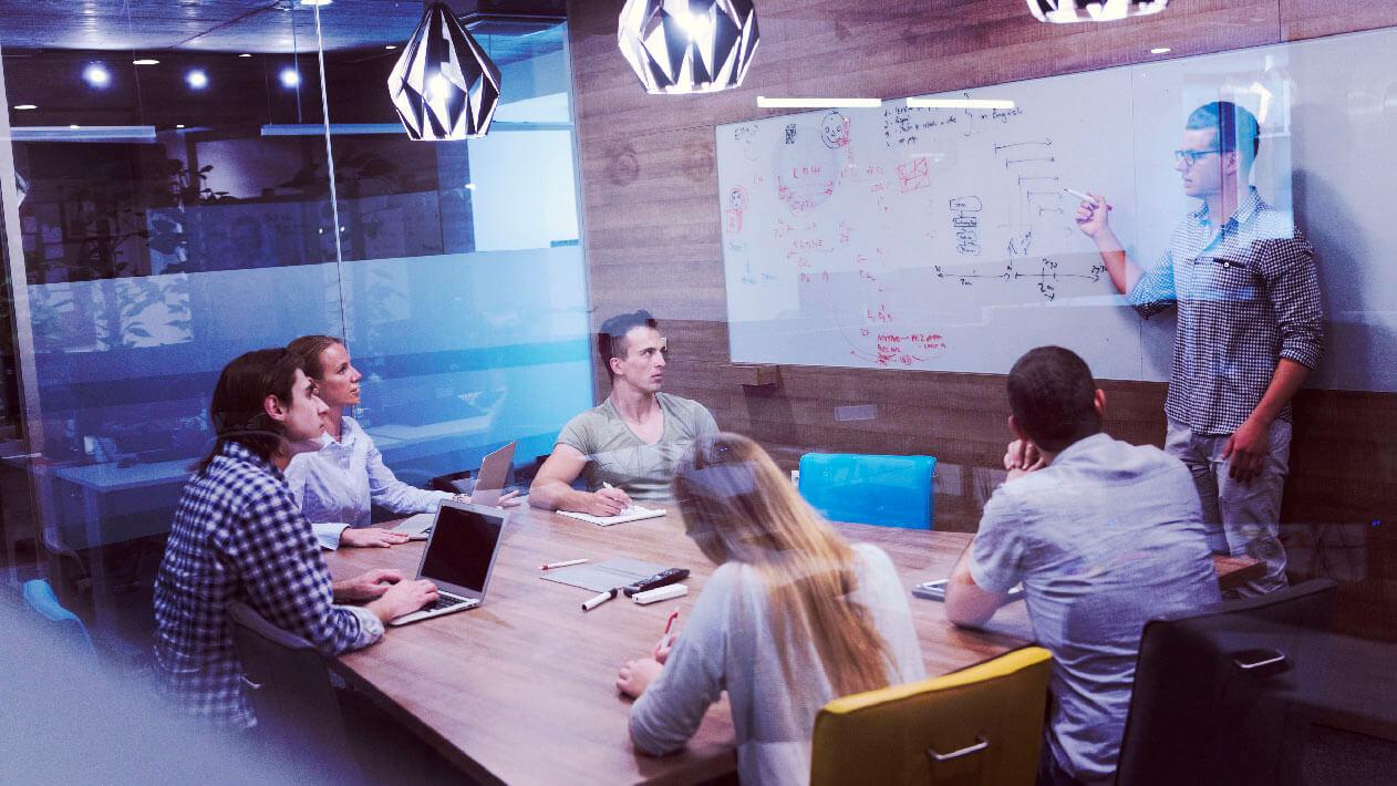 startup-business-team-on-meeting-PAKCUFX-01