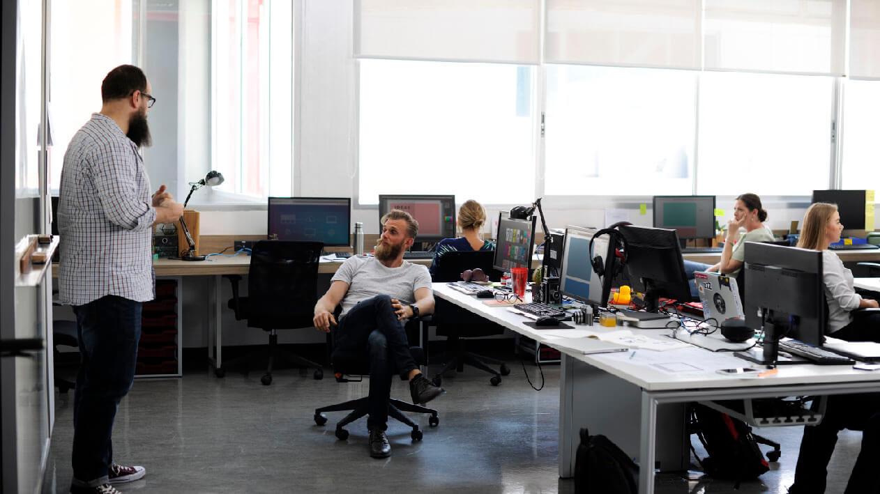 startup-business-team-on-meeting-PAKCUFX-02