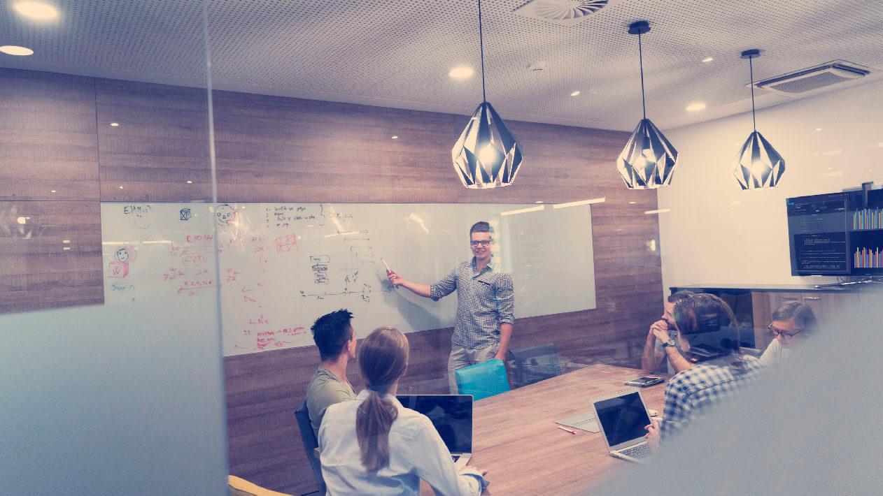 startup-business-team-on-meeting-PAKCUFX-03
