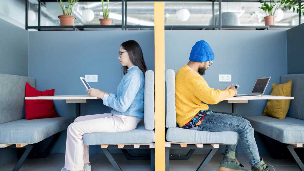startup-business-team-on-meeting-PAKCUFX-07